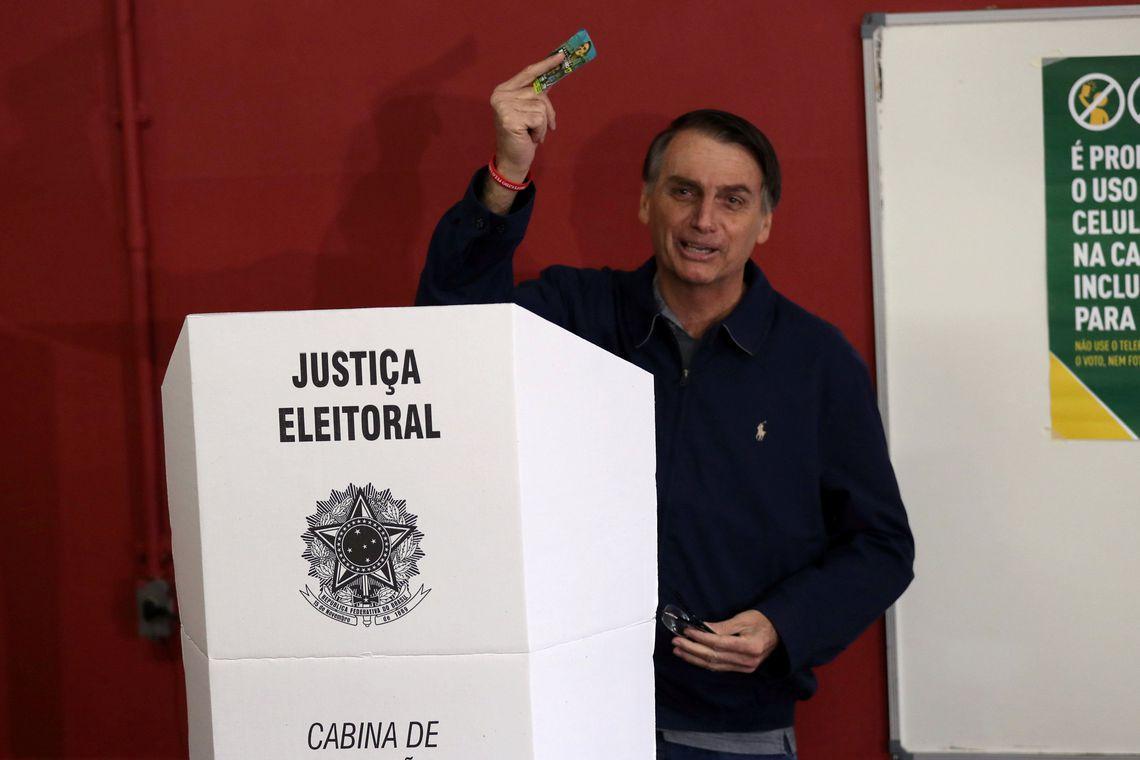 Bolsonaro votando no Rio: vitória expressiva de aliados no 1º turno. Foto:Reuters/Ricardo Moraes/ Agência Brasil