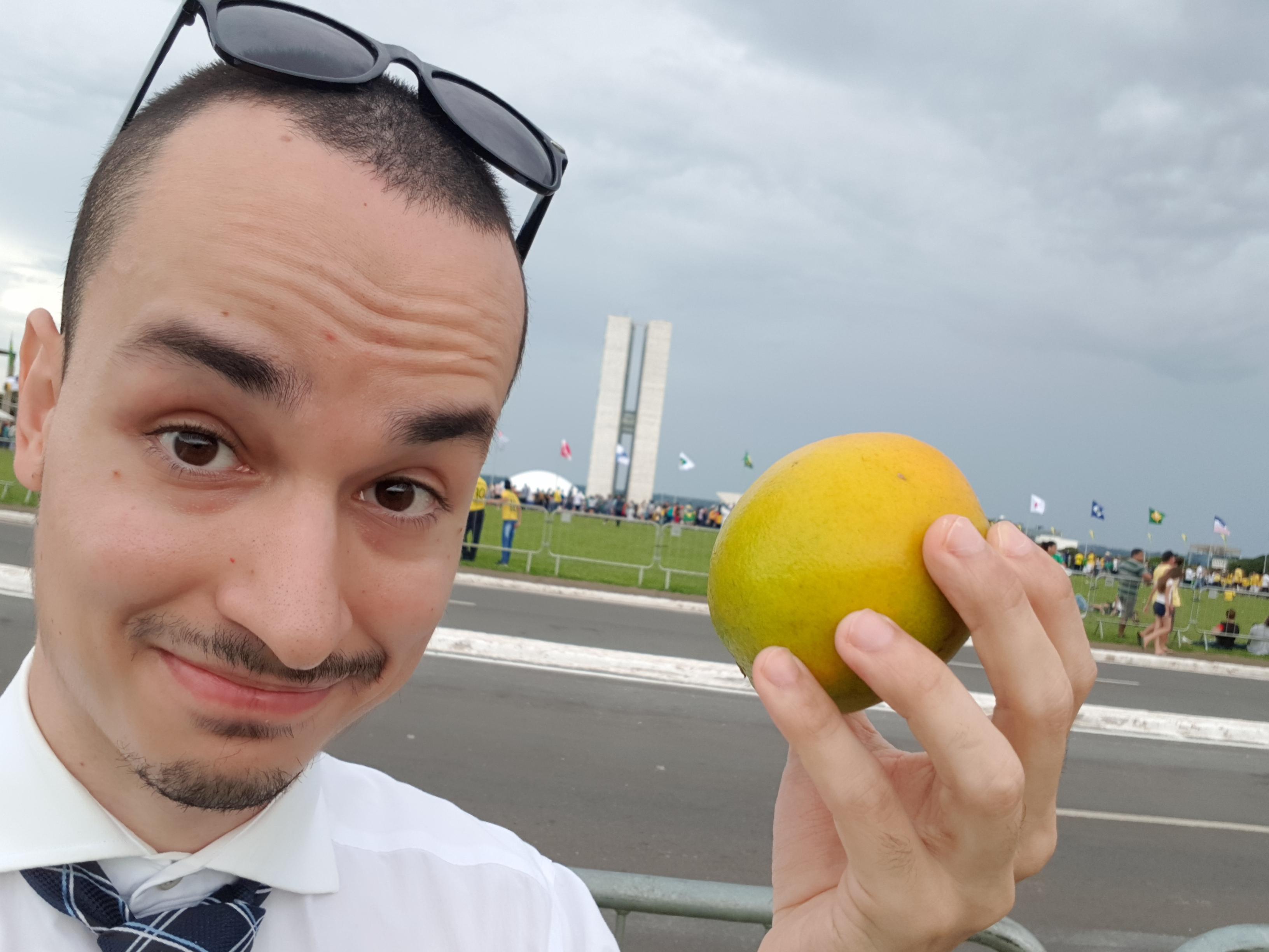 Fomos à posse (sem convite) e a segurança não barrou essa importante fruta do governo Bolsonaro. Foto: Cedê Silva/A Agência