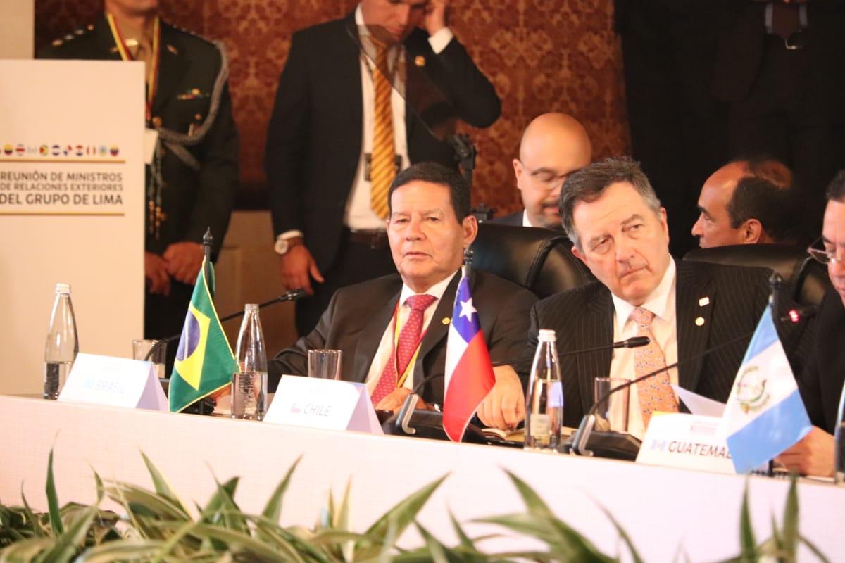 Mourão: hora de trocar o regime, mas sem agressão militar. Foto: Cancillería de Colombia