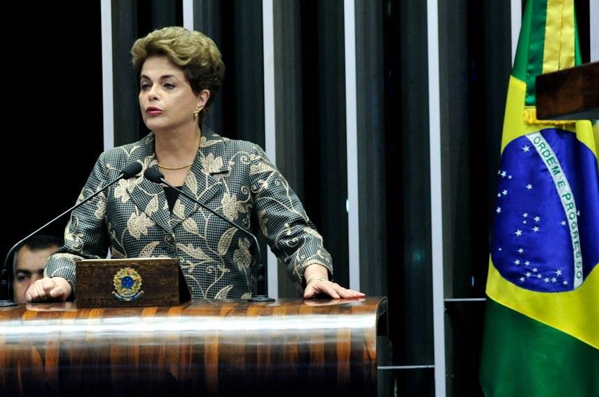 Dilma, já afastada, no palanque do Senado: pela maioria do TSE, ela estaria de volta ao púlpito. Foto: Geraldo Magela/Agência Senado