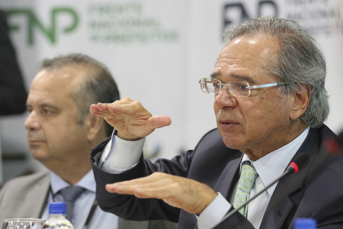 Paulo Guedes em reunião com prefeitos: ainda falta muito voto. Foto: Fabio Rodrigues Pozzebom/Agência Brasil