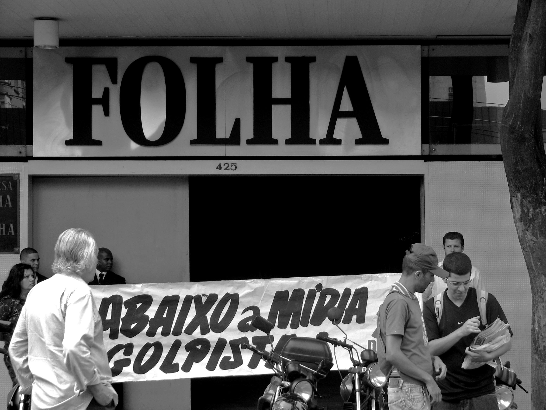 Protesto na 'Folha' em 2009: governo e jornalismo continuam; o que mudou foi a administração. Foto: Gabriel Fernandes/Wikimedia