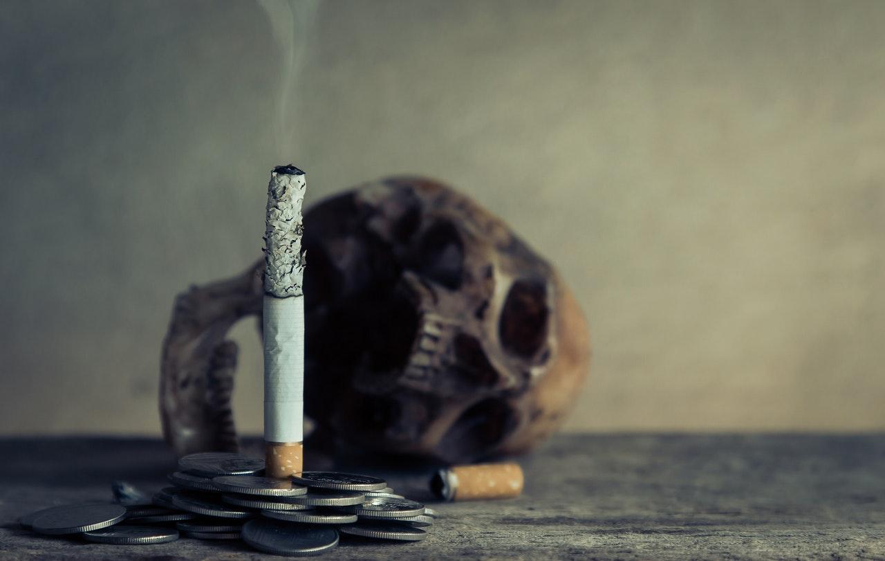 Aumentar o preço do cigarro resulta em menos cigarros fumados. Simples, não? Foto: Aphiwat chuangchoem/Pexels