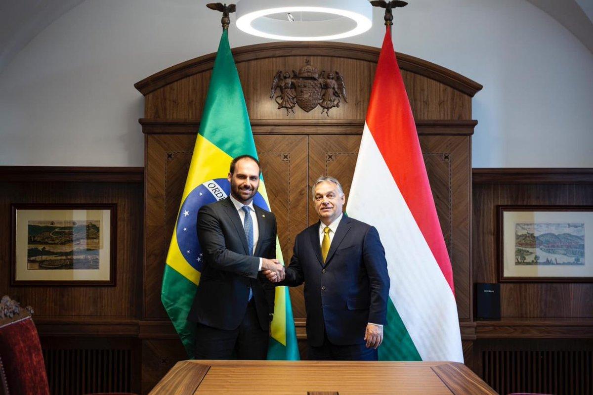 Se Eduardo Bolsonaro vai a Budapeste, o que faz Ernesto Araújo? Foto: Jair Bolsonaro/Twitter